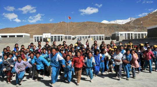 2016年12月23日,达飞金控与北京苹果慈善基金会在秦皇岛渤海中学举办