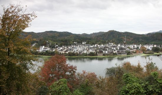 安徽歙县:风景道上景色美