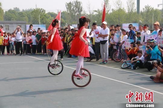 全国第一届独轮车邀请赛在安徽阜阳举行