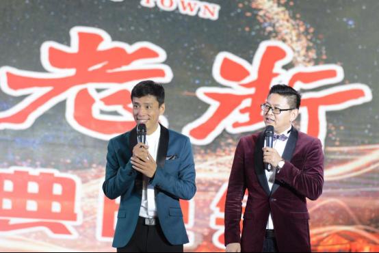 (青年相声演员贾旭明和侯林林表演相声《十全十美》)图片