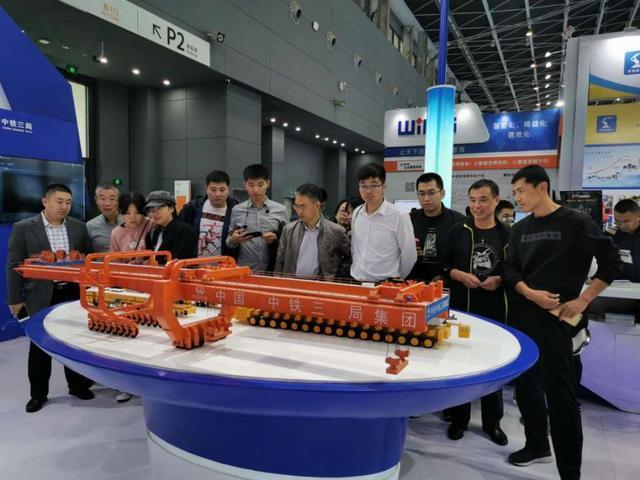 好运达智创科技智能工厂点亮2019中国国际数字经济博览会